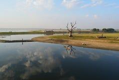 Sikten på den Ubien bron, Myanmar Royaltyfria Bilder