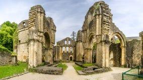Sikten på fördärvar av Villers den devant Orval kloster i Belgien Fotografering för Bildbyråer