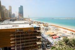 Sikten på konstruktion av det nya hotellet Royaltyfri Foto