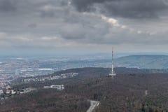Sikten på Stuttgart från televisiontorn i Tyskland Arkivfoton