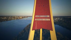 Sikten på TVtorn i Riga, slut upp skjuten solnedgångtid för exponering long surrsikt lager videofilmer