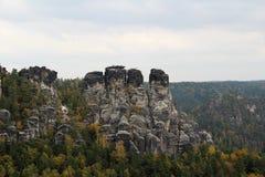Sikten på vaggar stigning i himlen i dresden sachsen Tyskland arkivbild