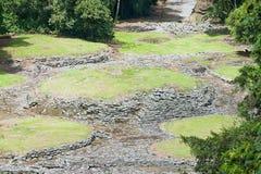 Sikten till det mystiskt fördärvar av Guayabo de Turrialba, Costa Rica royaltyfria bilder