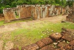Sikten till fördärvar av den östliga Mebon templet i Siem Reap, Cambodja Royaltyfri Bild