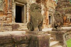 Sikten till ingången till fördärvar av den Preah Ko templet i Siem Reap, Cambodja Fotografering för Bildbyråer