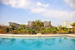 Sikten till Limak Lara Deluxe Hotel från tipsen sid Royaltyfria Foton