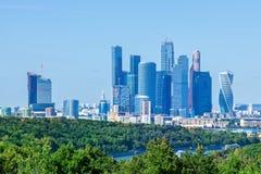 Sikten till Moskvaskyskrapor Arkivfoton