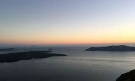 Sikter av berg, havet och solnedgången Royaltyfri Foto