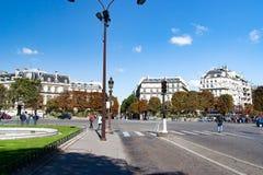Sikter av byggnader, monument och berömda ställen i Paris, från floden Seine royaltyfri foto