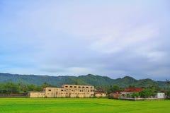 sikter av byn med härliga kullar Royaltyfri Foto