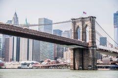 Sikter av den Brooklyn bron på Manhattan Royaltyfri Bild