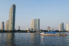 Sikter av den Chaopraya floden Royaltyfri Bild