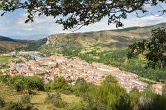 Sikter av den Ezcaray byn, La Rioja, Spanien Arkivbilder