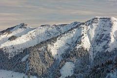 Sikter av den snöig Schoener Mann massiven från Schwarzenberg arkivfoto