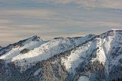 Sikter av den snöig Schoener Mann massiven från Schwarzenberg royaltyfri bild
