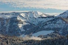 Sikter av den snöig Schoener Mann massiven från Schwarzenberg royaltyfri foto