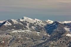 Sikter av den snöig Winterstaude massiven från Schwarzenberg royaltyfri bild