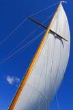 Sikter av det privat seglar yachten. Royaltyfria Foton