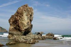 Sikter av floden, Aguilar strand, Asturias royaltyfri foto