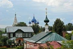 Sikter av gamla hus och kyrkor Royaltyfria Foton