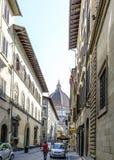 Sikter av grannskapar, gator och kyrkor av Florence Arkivfoto