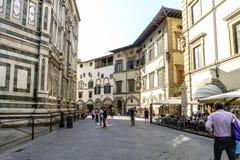 Sikter av grannskapar, gator och kyrkor av Florence Arkivfoton
