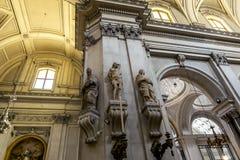 Sikter av inre av domkyrkan av SANTA Maria Assunta in Royaltyfri Fotografi