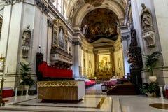 Sikter av inre av domkyrkan av SANTA Maria Assunta in Arkivfoton