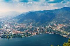 Sikter av sjön Como från fyren Faro Voltiano, Italien Arkivbilder