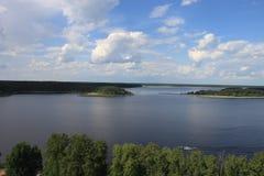 Sikter av sjön från en höjd arkivbilder