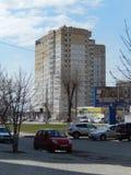 Sikter av staden av Volgograd bostads- och administrativa byggnader i byn Spartanovka, vår 2014 Arkivfoton