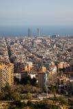 Sikter av staden av Barcelona och medelhavet royaltyfri fotografi