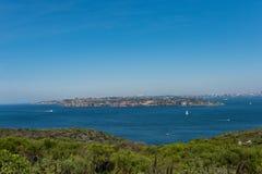 Sikter av Sydney från det norr huvudet som är manliga, Australien arkivbilder