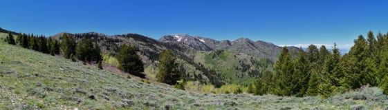 Sikter av Tooele från de Oquirrh bergen längs Wasatchen Front Rocky Mountains, av den Kennecott Rio Tinto Copper minen som in ser Royaltyfria Bilder