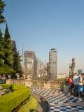 Sikter för koloniinvånareChapultepec slott av Mexico - staden, kulle, parkerar, byggnader Royaltyfri Bild