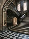 Sikter från den lägsta nivån av trappan av drottningen på den Versailles slotten Royaltyfri Bild