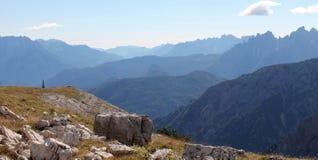 Sikter från slingan runt om Tre Cime Di Lavaredo Fotografering för Bildbyråer