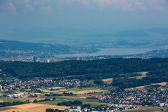 Sikter från till berget Lagern till Zurich royaltyfri fotografi