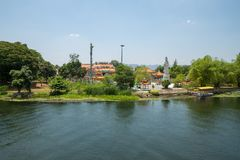 Siktsflod Kwai till Kuan Yin Temple royaltyfria bilder