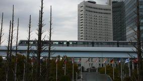 Siktslandskap och cityscape av den Ariake staden med linjen framdel för skytrainmrt Rinkai av tokyo stor sikt på den Kokusai-Tenj stock video