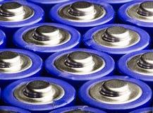 Siktsmakro av flera motorförbundetblåttbatterier Royaltyfri Foto