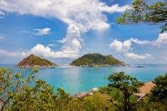 Siktspunkt från överkant av berget för ser stranden royaltyfri bild