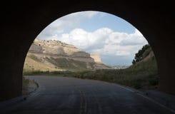 Siktsväg till och med den Tunnell Scotts bluffen Nebraska Royaltyfri Fotografi