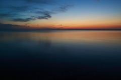 Silêncio após o por do sol na praia de Vadum em Salling, Dinamarca Imagem de Stock Royalty Free