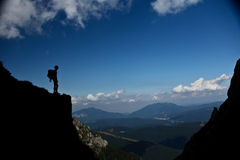 Silanse enjoing dell'uomo sulla montagna Fotografia Stock