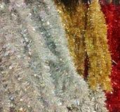 Silber, Gold und rotes Lametta Stockbilder
