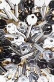 Silber-Goldfarbige Schlüsselfreie räume lizenzfreie stockbilder
