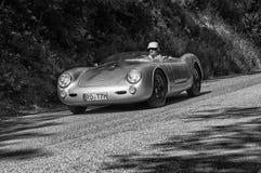 SILBER PORSCHES SPAIDER auf einem alten Rennwagen in der Sammlung Mille Miglia 2017 das berühmte italienische historische Rennen  Lizenzfreies Stockfoto