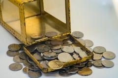 Silber- und Goldfarbe von malaysischen Münzen lizenzfreie stockfotos