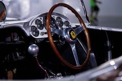 Silber und Rot Ferrari 1957 625/250 Testa Rossa Lizenzfreie Stockfotos